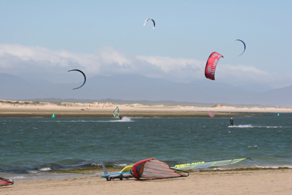 windsurfers-at-sandy-point035B3AFE-3624-7382-64DA-10D2BE5E48F6.jpg