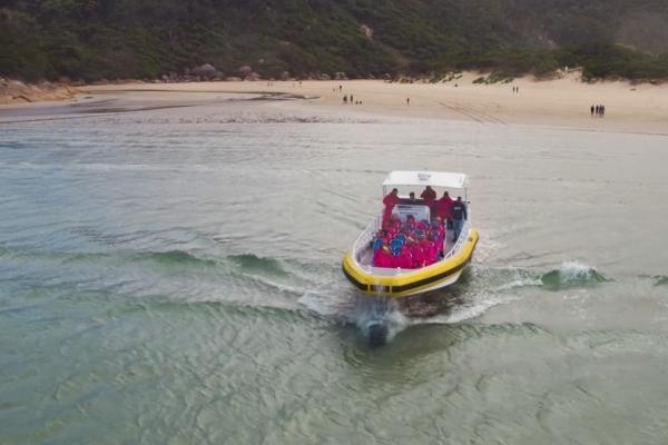 pennicott-prom-boat-launchingC2E0B228-1A8E-6BF8-9913-50A0F1B87E30.jpg