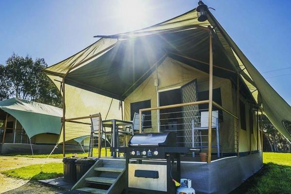 prom-beyond-pic-tent-exterior5ABD7A87-0CF3-793A-0B6D-31B7B615ADFA.jpg