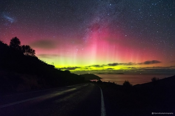 aurora-australis-15-8-151CE33362-F6F4-4EF0-291C-EBABBBCCCB3C.jpg